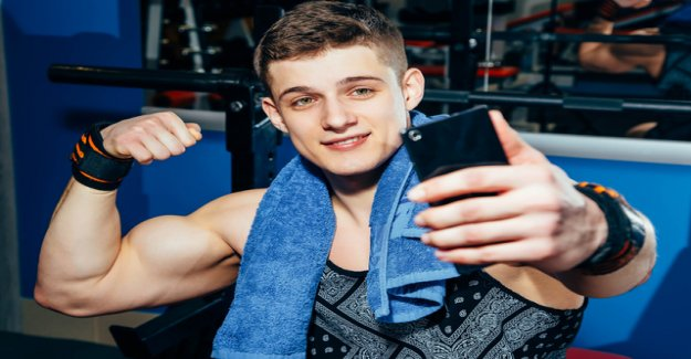 Epidemic in the Gym: a Teenager taking anabolic steroids as Haribo