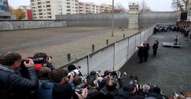 Fall of the berlin wall 30 years – Angela Merkel: Freedom and democracy must be defended still