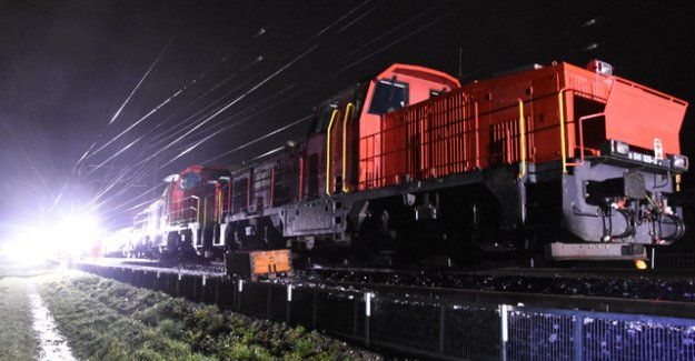 Five railroad workers hurt in fall from cars