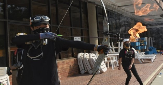 Hong Kong: With a bow and arrow against the police