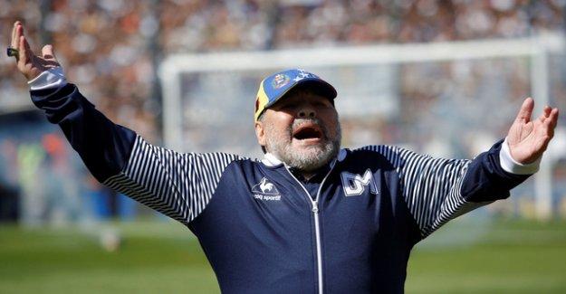 Maradona wants to disinherit his daughters