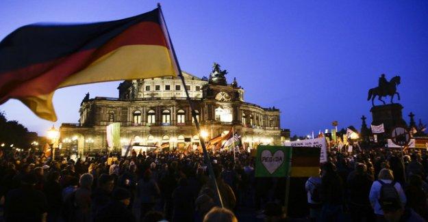 Nazi state of emergency splits Dresden