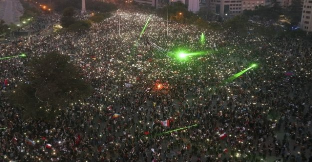 Tens of thousands of Chileans want the resignation of the President