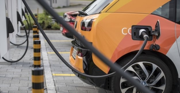 Wallis offers buyer's premium for electric cars