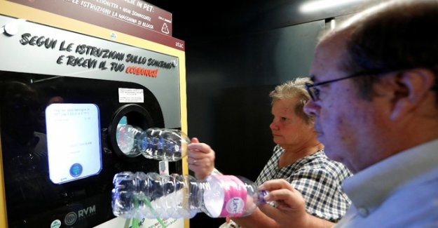 Who Pet bottles disposed of, will receive a public TRANSPORT Ticket