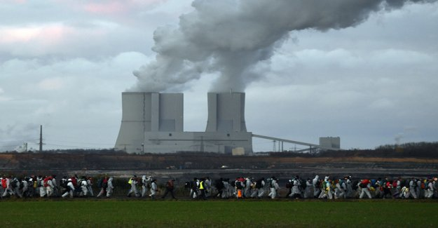 Activists block coal-works in Leipzig