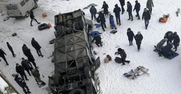 Bus falls in Siberia on the frozen river