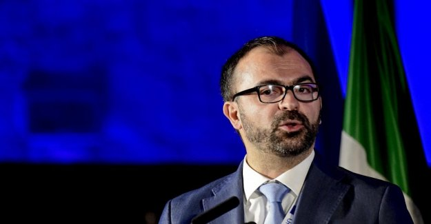 Government, a few funds for education: the minister Fioramonti to the resignation