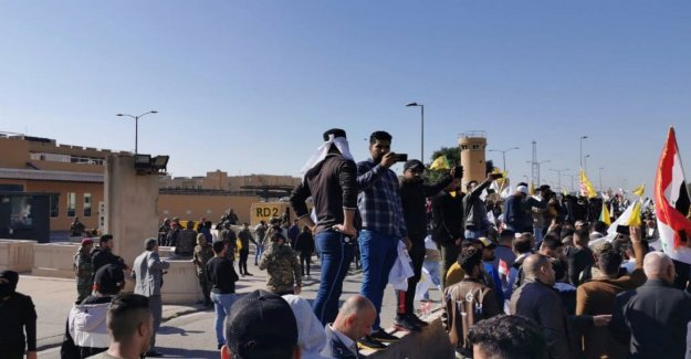 Iraq, thousands of protesters storming the U.s. embassy in Baghdad