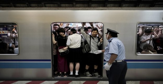 Japanese railway wants to keep passengers with the App fit