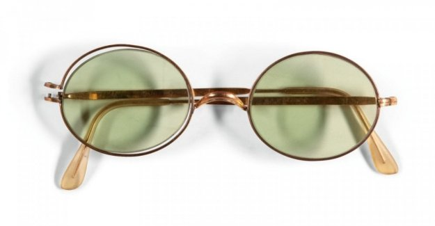 John Lennon, sold at auction a pair of sunglasses: the record is almost 165.000 euros