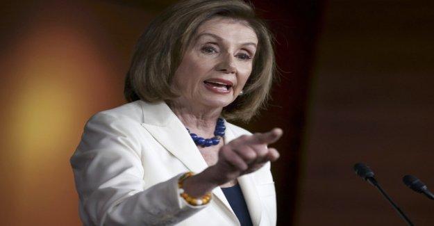 Nancy Pelosi squeeze journalists