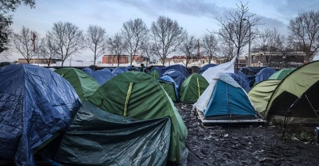 Paris: evictions, record of asylum applications and the lack of a national policy of welcoming refugees