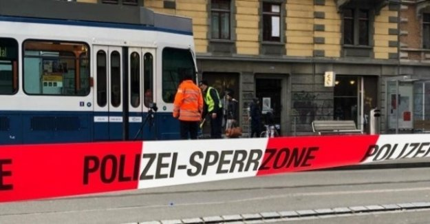 Pedestrian after collision with Tram injured