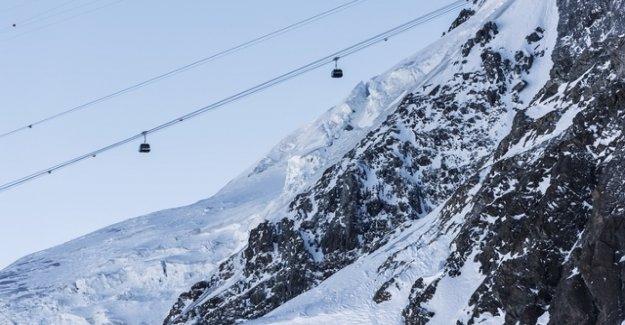 Skiers on the Klein Matterhorn in a crevasse and dies