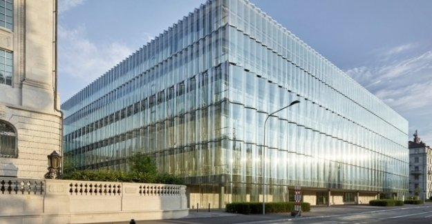 Swiss Re sells British subsidiary in billion Deal