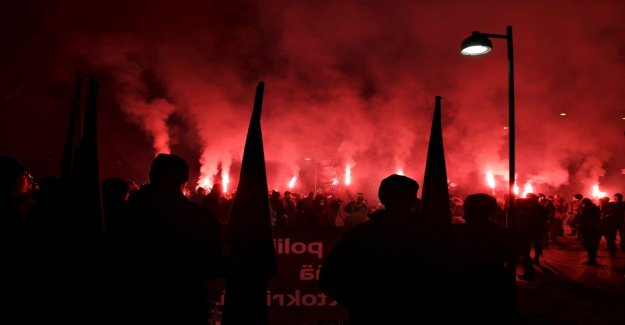 The helsinki police denies Towards freedom -a neo-nazi movement, held a demonstration procession on independence day