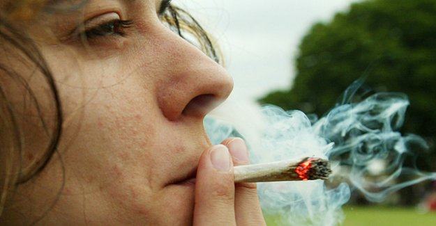 The national Council wants to allow Smoking Weed in pilot trials