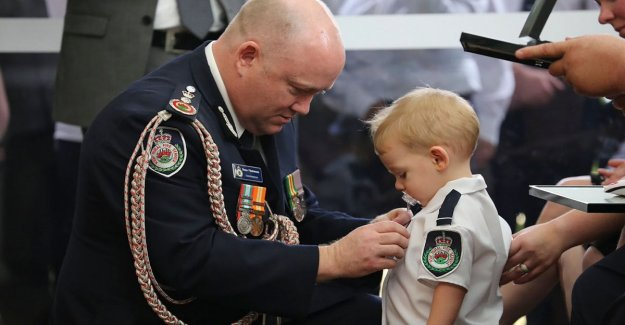 Australia, medal of the child with the pacifier: the dad, a firefighter died in the fires