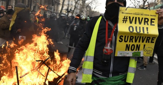 France, to continue their protests: government suspends, temporarily, the reform on pensions