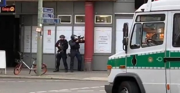 Germany, Turkish with knife attacks police: killed