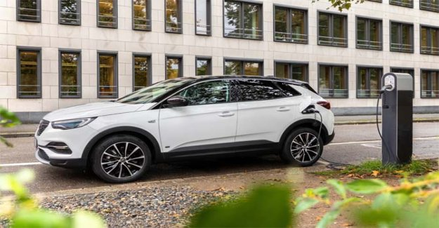Grandland X, now also available in a Hybrid Plug-in front-wheel-drive