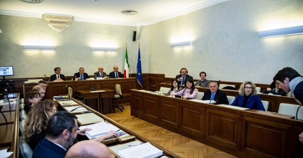 Gregoretti, Gasparri: No to the process for Salvini. But the node is the postponement of the vote