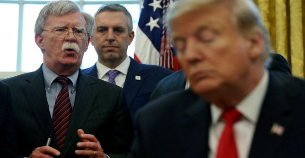 Impeachment, Bolton in a book: Trump linking aid to Kiev in the opening polls on Biden