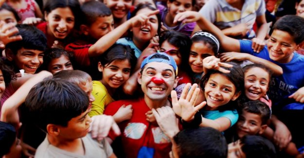 Marco, a circus clown Italian in Baghdad: So I make the children smile while from above raining missiles