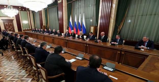 Russia, appointed the new government, but Lavrov and Shojgu remain in office