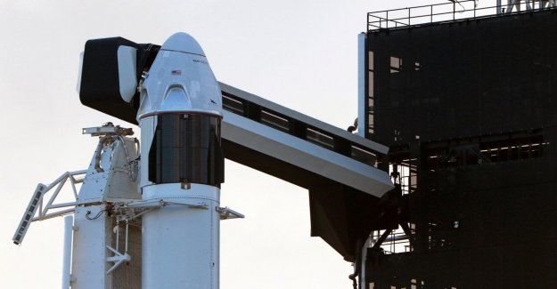 SpaceX, postponed due to bad weather the test of the capsule Crew Dragon