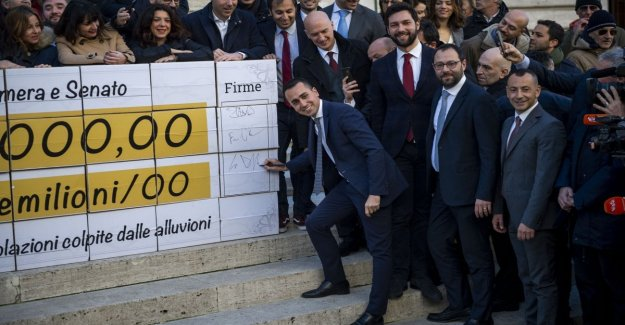 The M5S, today the meeting of the arbitrators. Expulsion for those who do not pay: ten parliamentarians of the risk. Leaves from another member