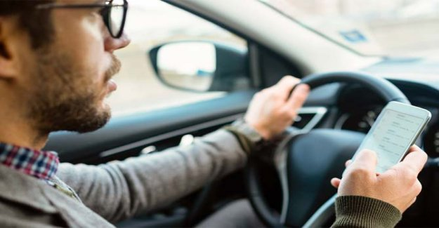 The enemy number 1 of the road safety? The smartphone