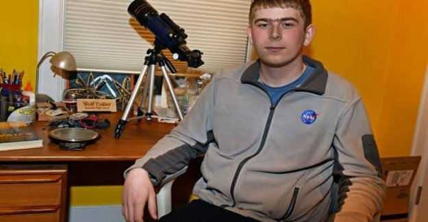 The passion of the Wolf (17 years) for the stars. So the intern, Nasa has discovered a new planet