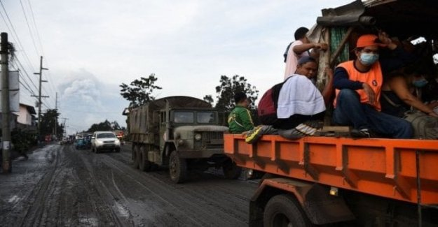 The philippines, more than 20,000 children evacuated from the danger zone around the volcano in eruption