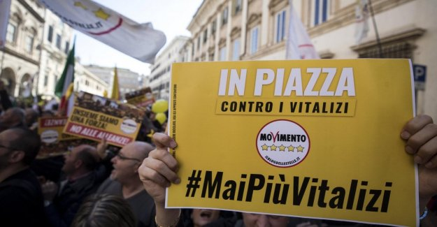Annuities: square M5s between the slogans honesty and attacks to Italy alive. Patuanelli: the Government will last until 2023