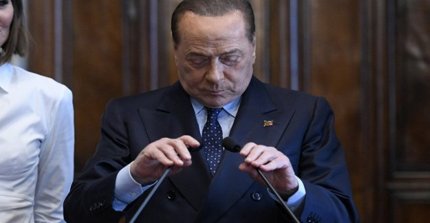 Berlusconi helps those in need: for this gave 10 thousand euros to Tarantini: Bari lays the historical secretary of the former premier