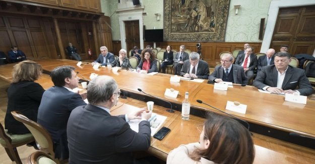 Coronavirus, the government and the regions: the Lombardy region wants the other doctors. Zaia was asking for the reopening to the End. All call for economic aid