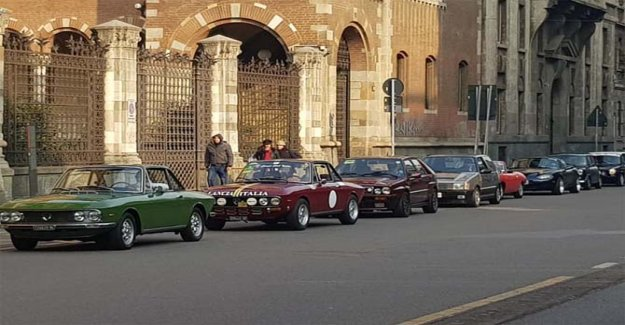 In Milan, a flash mob with the vintage cars