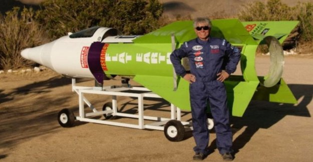 Usa, broke with his missile dies Mike Hughes, a supporter of the flat Earth