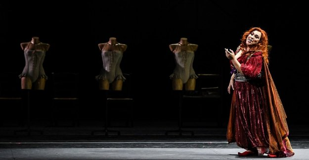 Bari, at Petruzzelli debuts 'Adriana Lecouvreur'. The opera of Cilea which is set in the early '900