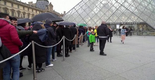 Coronavirus, closed to Paris the Louvre museum: employees worried about infection risk