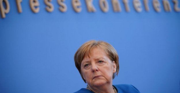 Germany, Merkel, the scientific face of the crisis: Coronavirus infects 60-70% of the world population