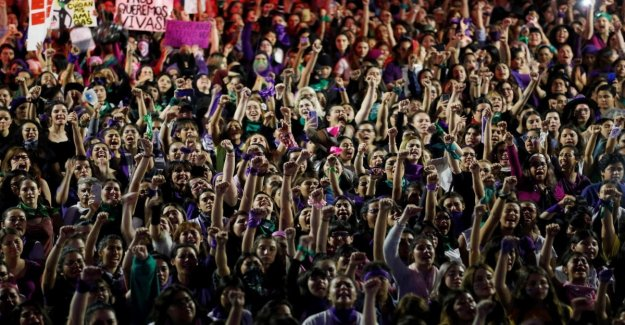 Mexico, strike by all women against femicide and gender pay gap