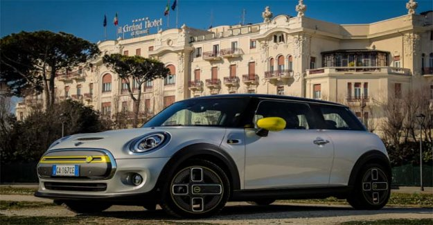 Mini Full Electric, a tribute to the maestro Fellini