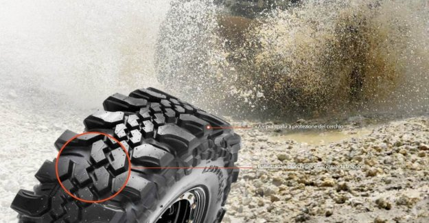 No hole, no splits, goes everywhere. Get the rubber more extreme