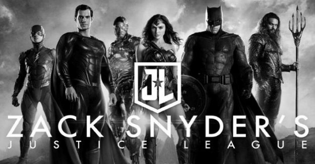 A new version of the Justice League signed by Zack Snyder construction