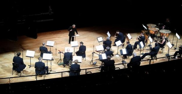 At the Philharmonie de Paris, a return to desks in small committee
