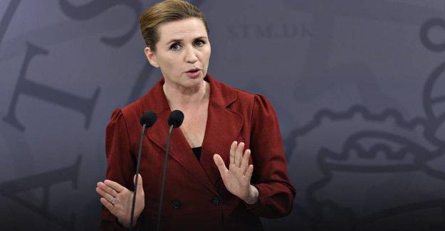 Mette Frederiksen, convenes press conference on grænseåbning