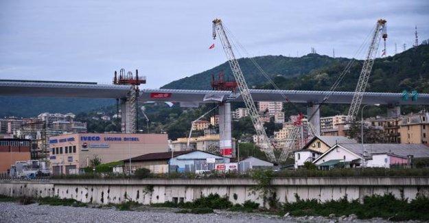 A first car borrows the new bridge of Genoa